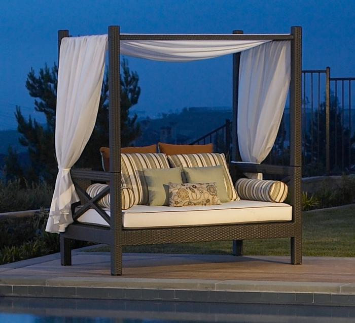 terrassenüberdachung feuerstelle gartenmöbel himmelbett