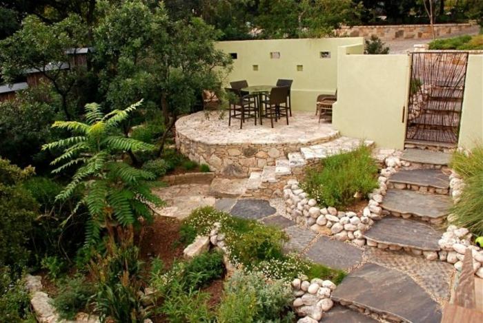 terrassenüberdachung feuerstelle gartenmöbel naturstein