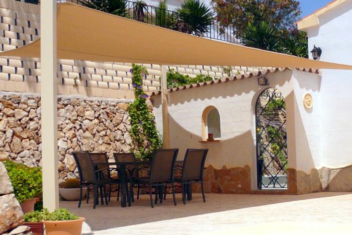 terrassenüberdachung feuerstelle gartenmöbel sonnensegel2
