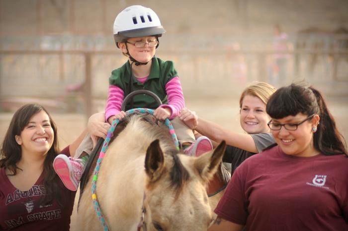 therapeutisches reiten vertrauen aufbauen verstehen pferdchen hoffnung band stark