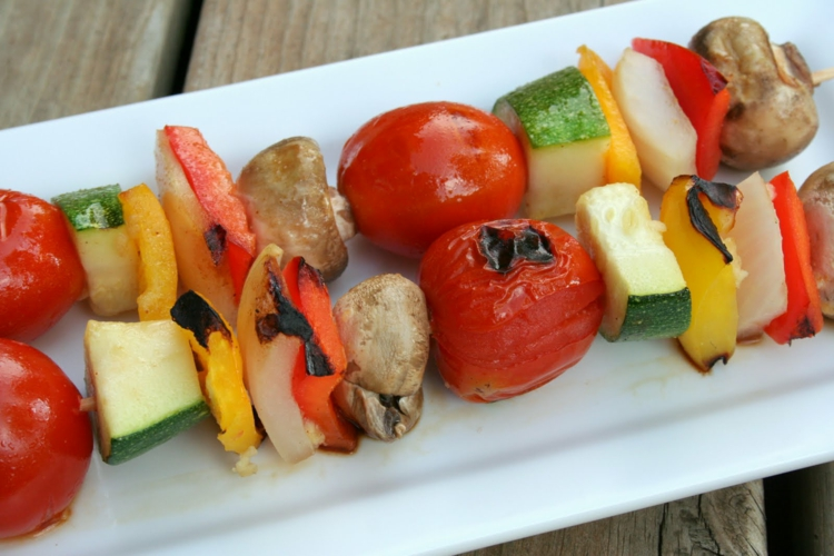 vegetarische Grillrezepte vegetarische Spieße zubereiten Gemüse grillen