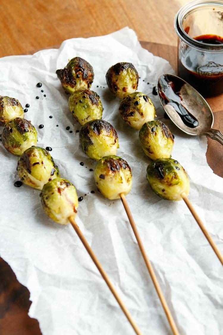 vegetarische Grillrezepte vegetarische Spieße zubereiten Rosenkohl