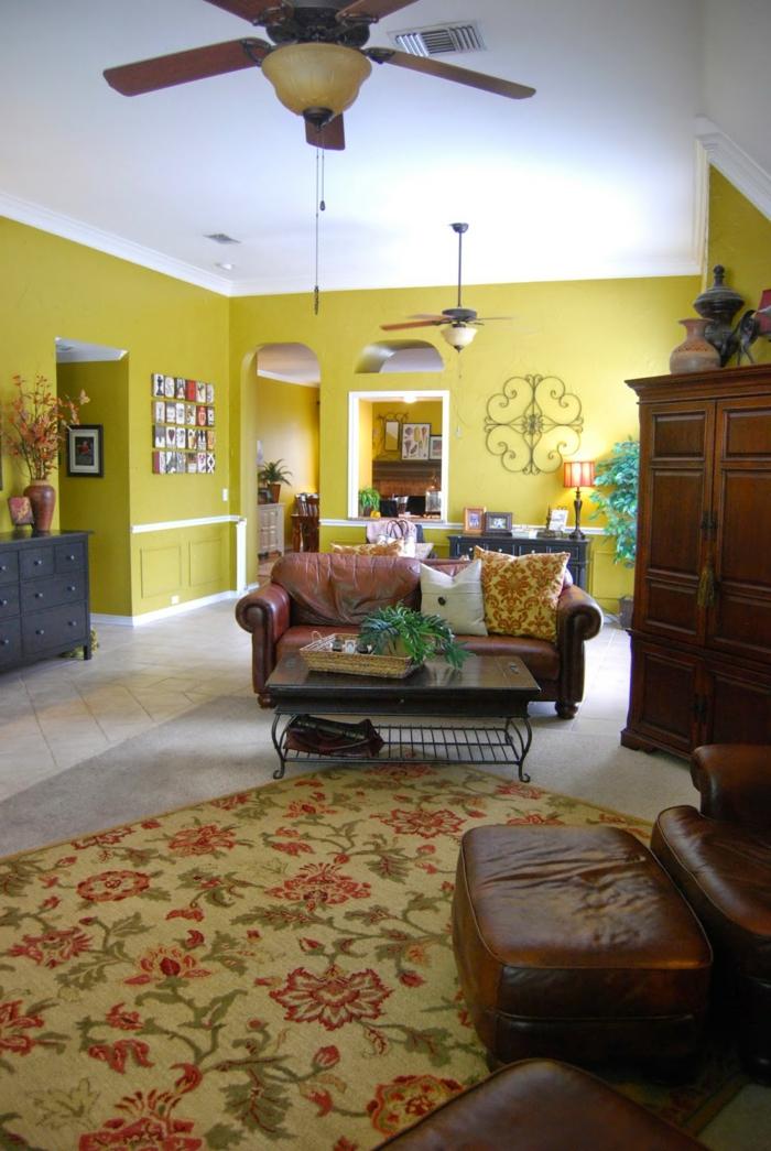 wände streichen ideen gelbe wandfarbe wohnzimmer florales teppichmuster