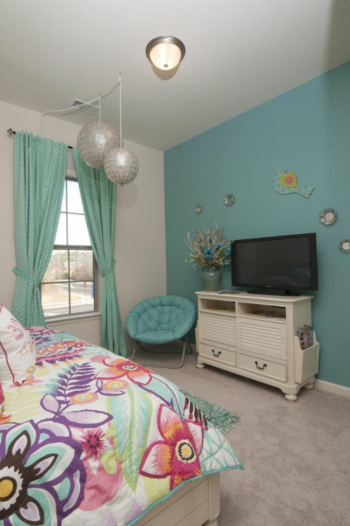 wände streichen ideen schlafzimmer hellgrün farbige bettwäsche ...