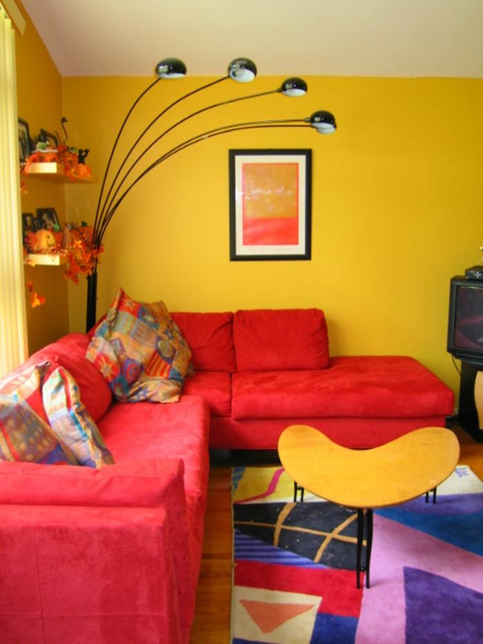 wände streichen ideen wohnideen wohnzimmer gelbe wandfarbe bunter teppich
