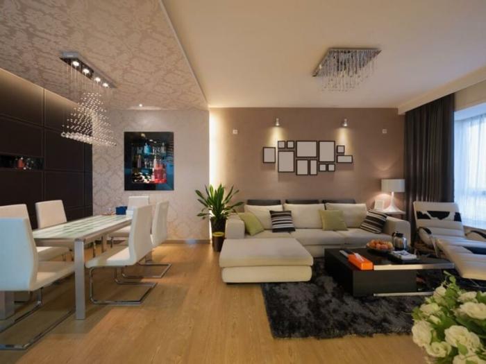 wandgestaltung ideen hellbraune akzentwand schwarzer teppich attraktive beleuchtung