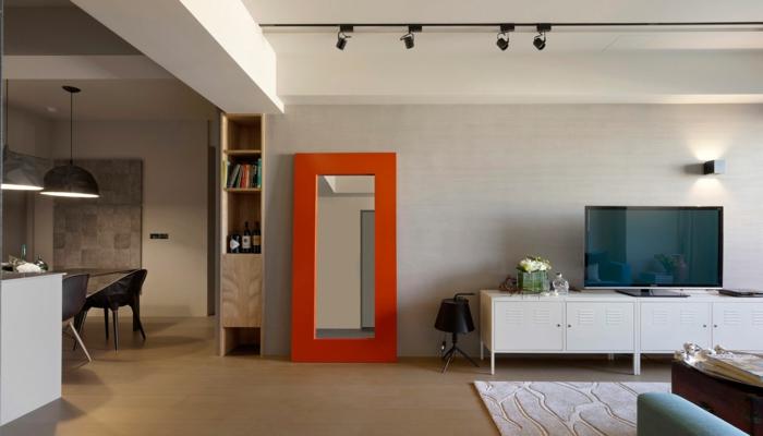 wandgestaltung ideen oranger rahmen spiegel offener wohnplan