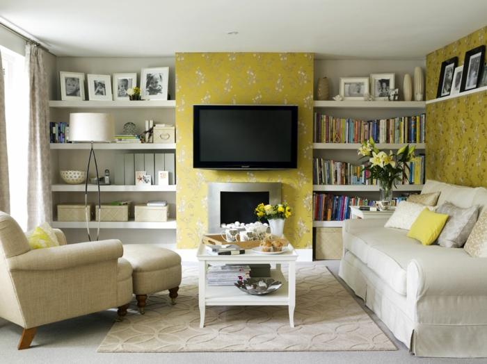 wandgestaltung ideen wohnzimmer florales muster regalwand helle möbel fernseher