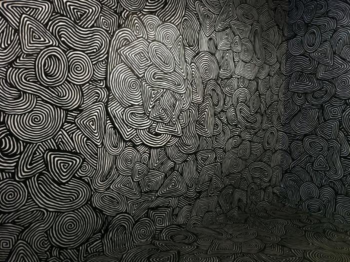 Muster in Schwarz-Weiß wandgestaltung mit Farbe einrichtungsbeispiele schwarz weiß wohnzimmer einrichten raum