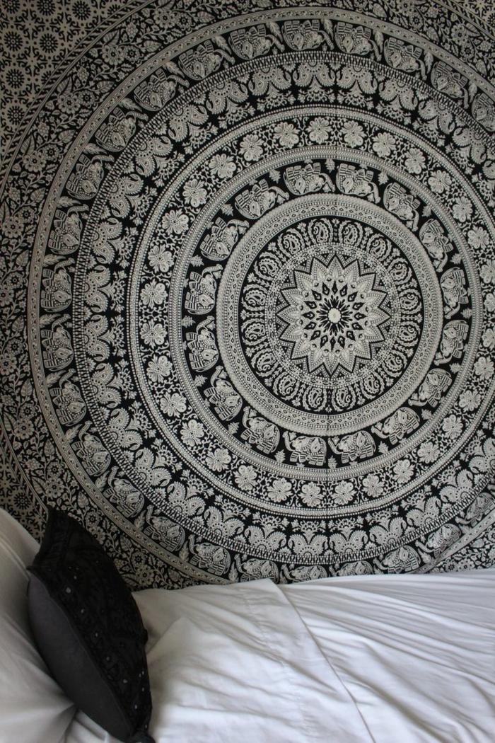 Muster Schwarz-Weiß wandgestaltung mit Farbe wohnzimmer einrichten weiss schwarz mandala