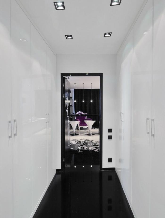 Muster in Schwarz-Weiß wandgestaltung mit Farbe einrichtungsbeispiele schwarz weiß wohnzimmer einrichten weiss schwarz tür