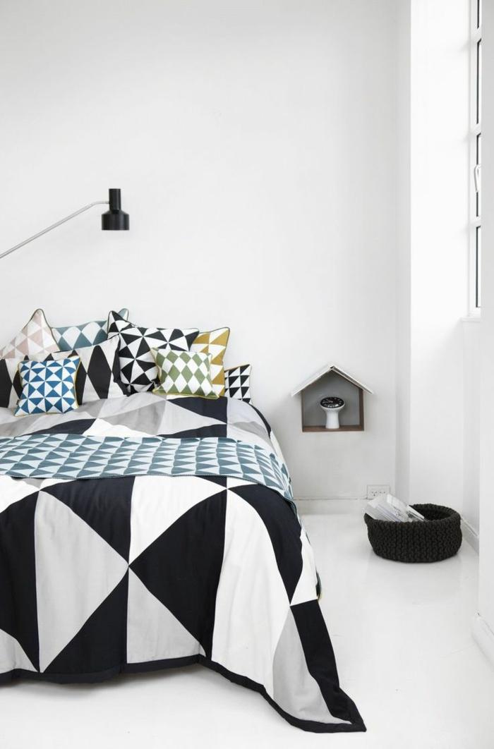 weißes schlafzimmer geometrische bettwäsche weißer boden