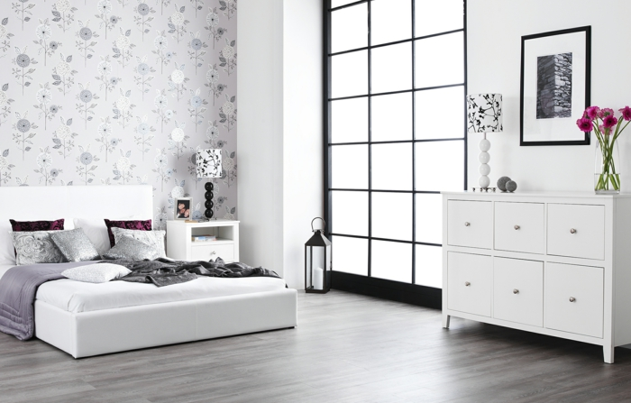 weißes schlafzimmer modernes bett coole wandtapete kerze blumen