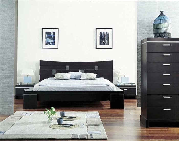 weißes schlafzimmer weiße wände dunkle möbel teppich