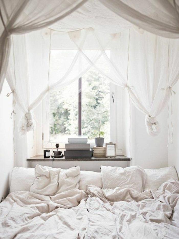 wohnideen schlafzimmer fenster luftige gardinen weiße bettwäsche