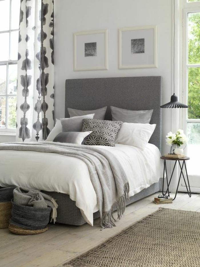 wohnideen schlafzimmer gardinenmuster graues bett teppichläufer beistelltisch
