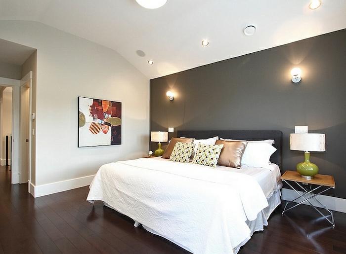 wohnideen schlafzimmer graue akzentwand weiße bettwäsche brauner boden
