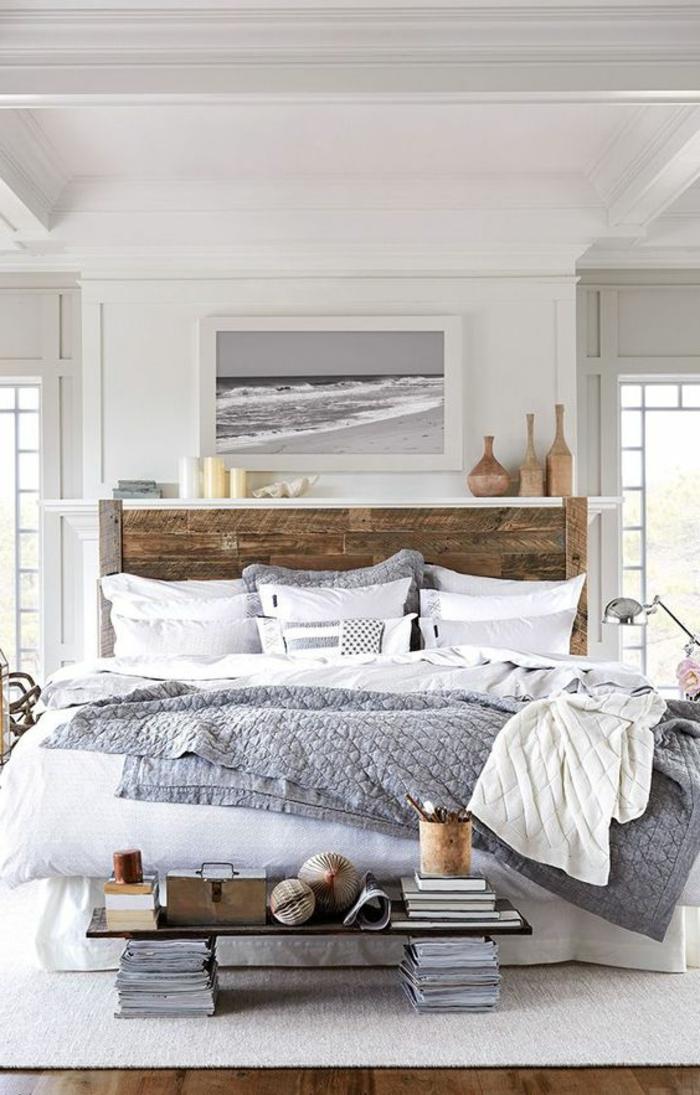 wohnideen schlafzimmer hölzernes bettkopfteil weißer teppich holzboden