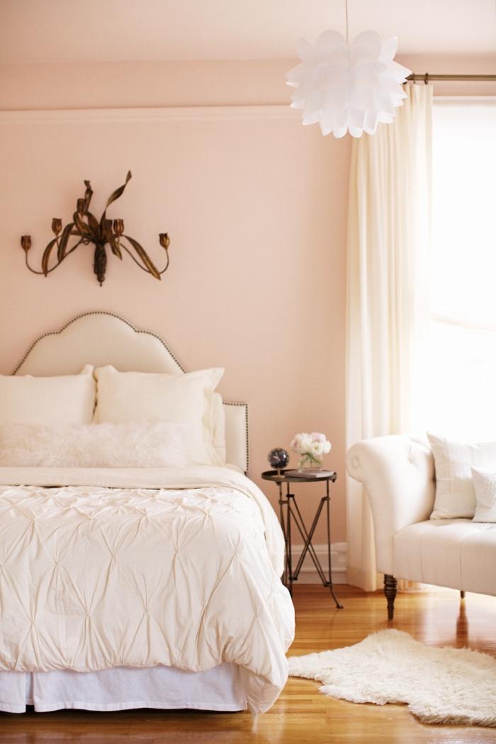 wohnideen schlafzimmer rosanuancen weißer fellteppich