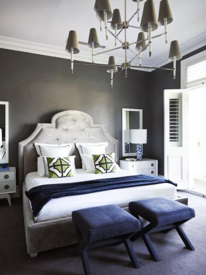 wohnideen schlafzimmer teppichboden hocker dekokissen schminktisch