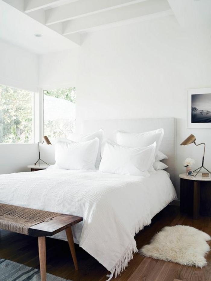 wohnideen schlafzimmer weiß rustikale schlafzimmerbank fenster