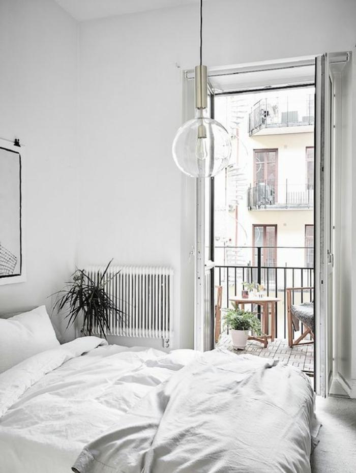 wohnideen schlafzimmer weuiße wände pflanze hängeleuchte frisch