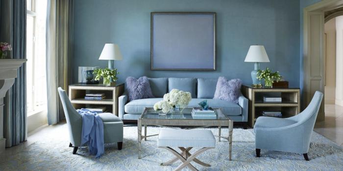wohnideen wohnzimmer blaunuancen sanfte lila akzente blumen