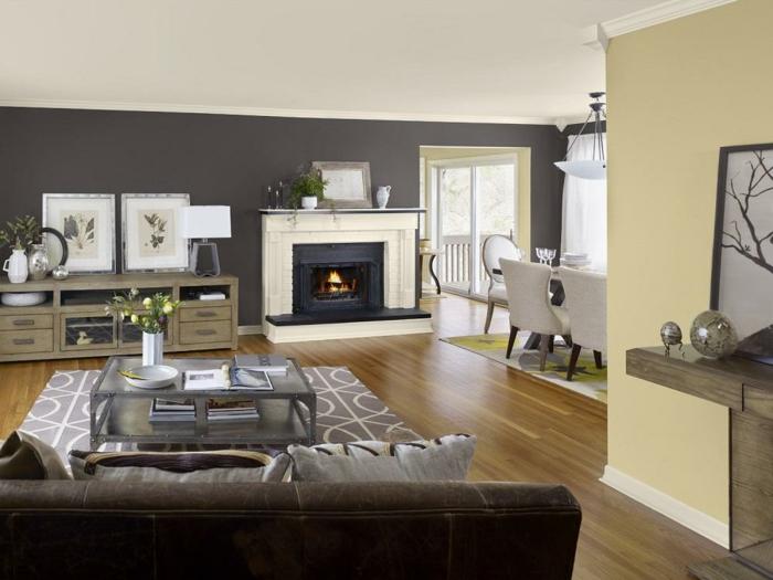 wohnideen wohnzimmer blumen kamin graue wände