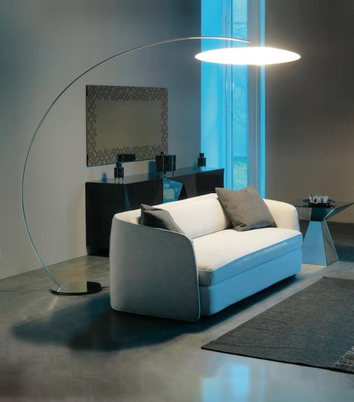 wohnideen wohnzimmer elegantes sofa stehlampe kommode