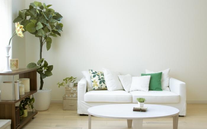 wohnideen wohnzimmer weißes sofa frische dekokissen bodenbelag ideen
