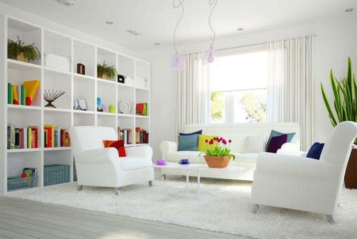 wohntrends weißes wohnzimmer farbige akzente stauraum