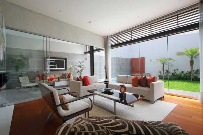 wohntrends wohnzimmer rote akzente stoffmuster glastüren