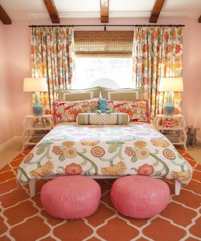 wohnung dekorieren wohnideen schlafzimmer farbiges muster hocker gardinenmuster