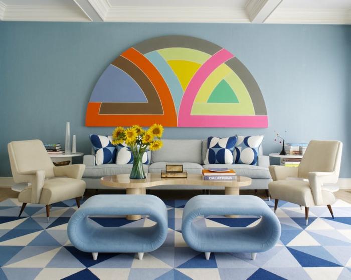 wohnung dekorieren wohnideen wohnzimmer retro muster hellblaue hocker wanddeko