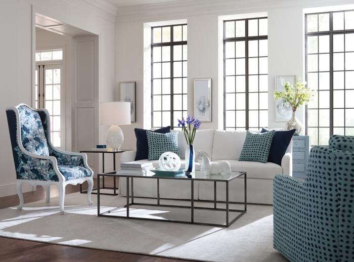 wohnung dekorieren wohnzimmer wohnideen sessel muster dekokissen weißes sofa
