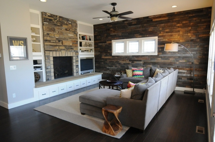 wohnzimmer einrichten ideen rustikaler beistelltisch wandpaneele holz kamin