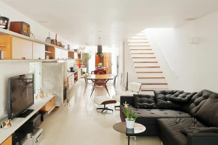 wohnzimmer einrichten ideen schwarzes ecksofa heller boden innentreppen