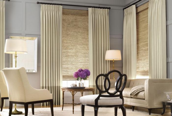 wohnzimmer gardinen beige stilvoll blumen wandspiegel