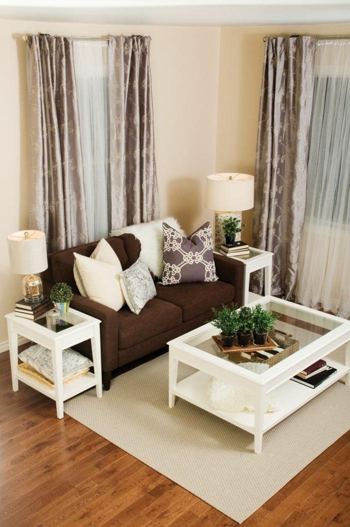 wohnzimmer gardinen elegant heller teppich braunes sofa