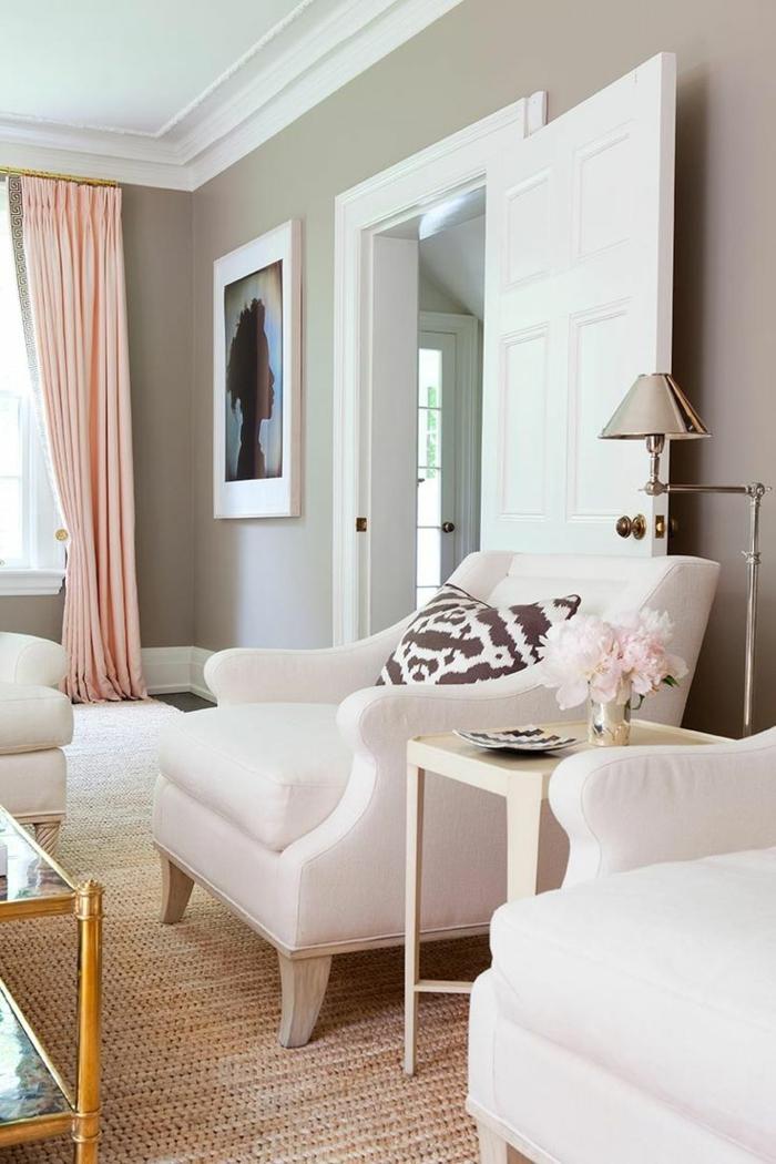 wohnzimmer gardinen hellrosa sisalteppich weiße sessesl