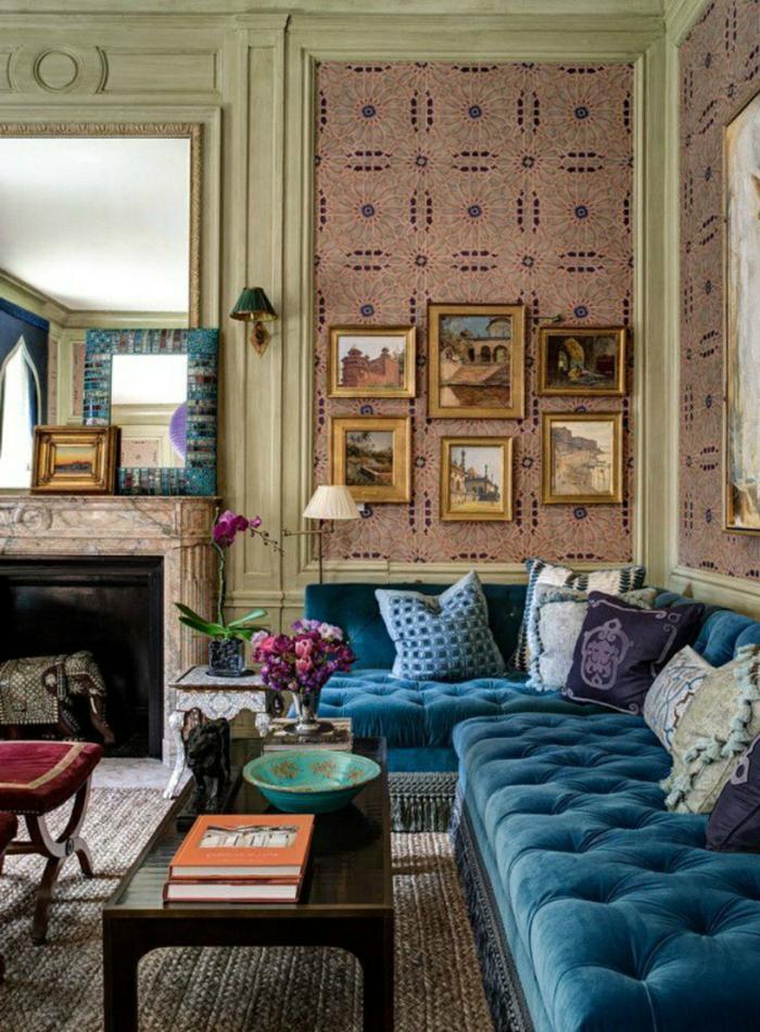 wohnzimmer sofa blaues sofa wanddeko kamin gemütlich