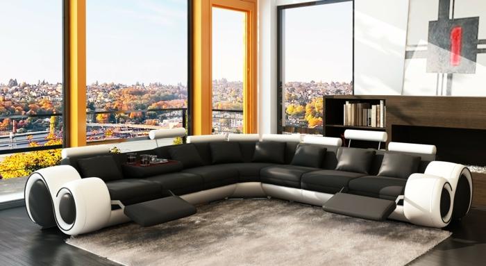 wohnzimmer sofa komfortabel panoramafenster teppich schwarze dekokissen