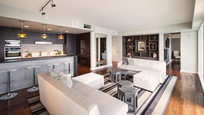 wohnzimmer sofa weiße sofas streifenteppich offener wohnplan