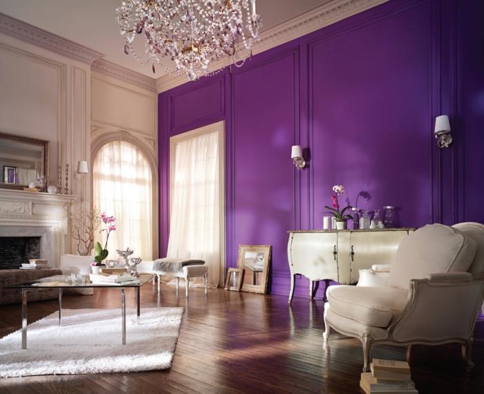 wohnzimmer-wandgestaltung-lila-wände-leuchter-weißer-teppich, Moderne deko