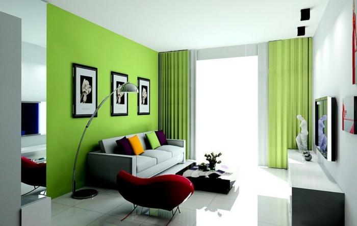 wohnzimmereinrichtung ideen grüne akzentwand farbige dekokissen
