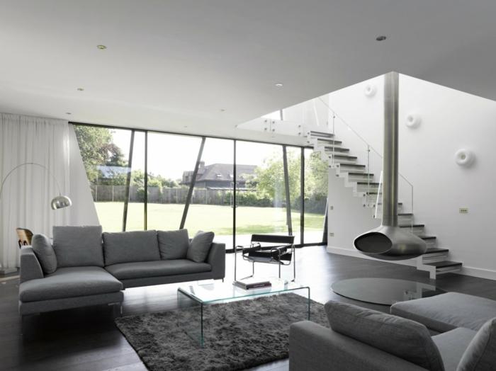wohnzimmereinrichtung ideen graue möbel glastisch hängende feuerstelle
