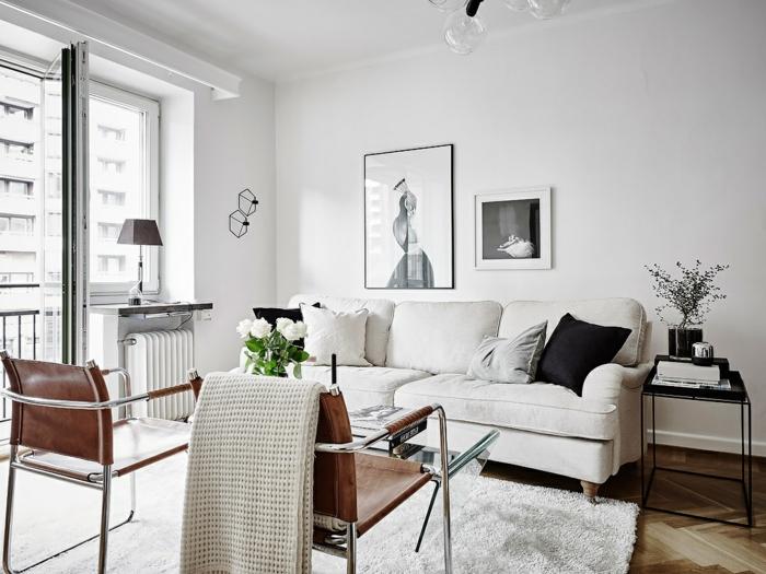 wohnzimmereinrichtung ideen weiße wände retro stühle blumen