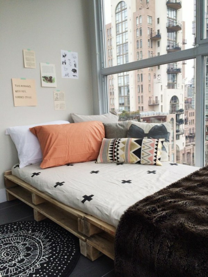 Bett aus paletten sofa aus paletten paletten bett möbel aus paletten zusammen schlafzimmer ideen NEU13
