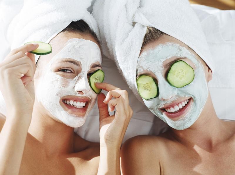 Gesichtsmaske selber machen Gesichtspflege Gurkenscheiben