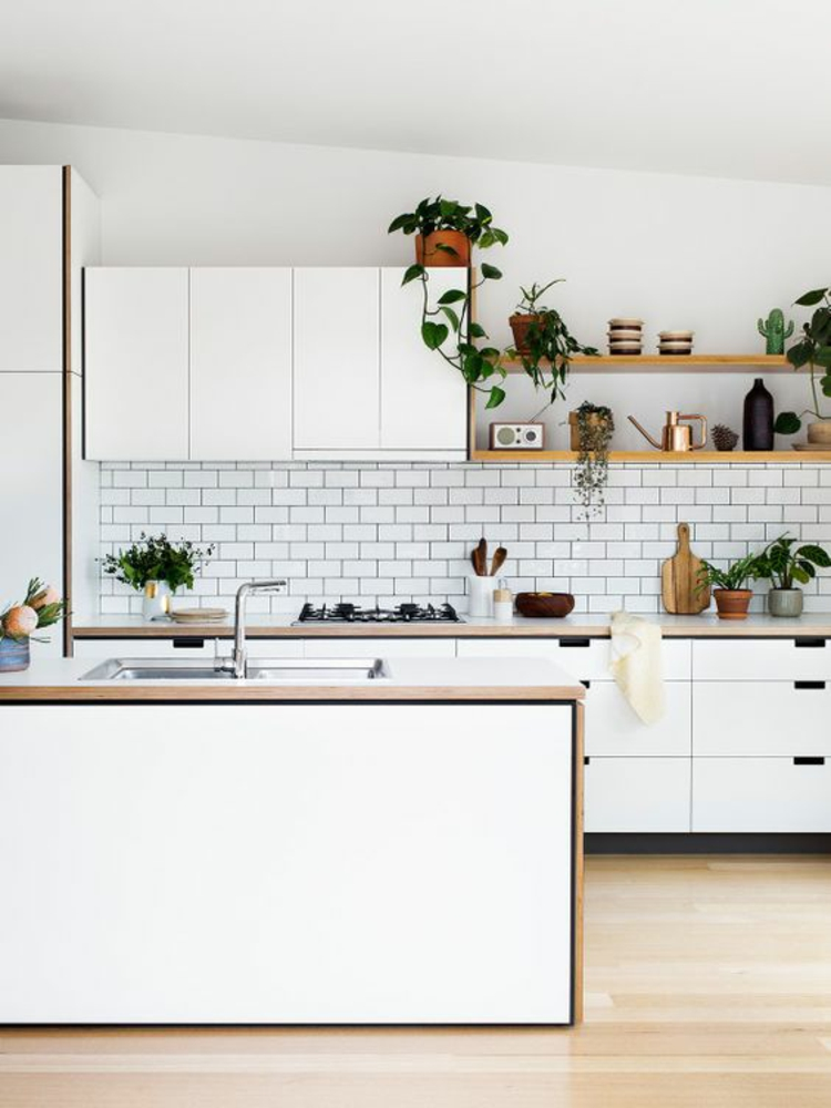 Küchendesign aktuelle Trends weiße Farbe Kücheninsel